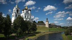 Свято-Троицкий кафедральный собор Псковского Кремля в Пскове. Архивное фото