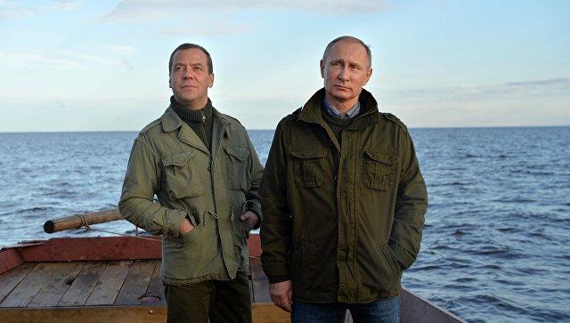 Путин иМедведев пообщались срыбаками наозере Ильмень
