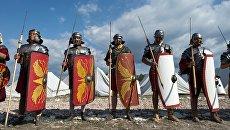 Участники Крымского военно-исторического фестиваля в поселке Первомайка Балаклавского района