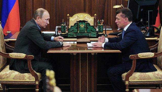 Президент РФ Владимир Путин и министр труда и социальной защиты РФ Максим Топилин во время встречи в Кремле