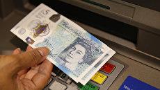 Новая британская пластиковая пятифунтовая банкнота. Архивное фото