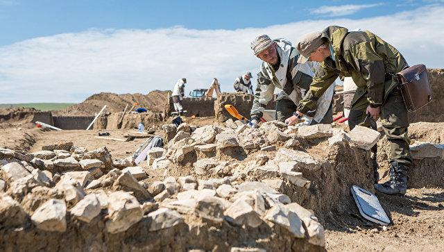 Фрагменты барельефа Богородицы с малышом наруках найдены вкрепости Керчь