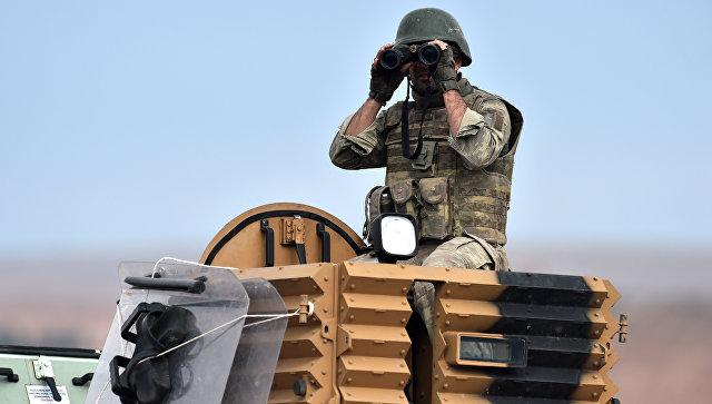 Турецкий солдат на турецко-сирийский границе. Архивное фото