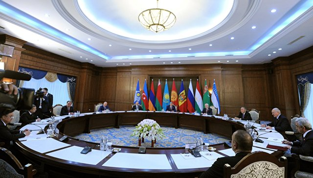 Путин потребовал от Украины не диктовать условий СНГ и обратился к теме Крыма
