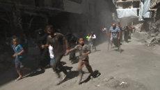 Жители Алеппо бежали по гуманитарному коридору сквозь дым и под звуки стрельбы