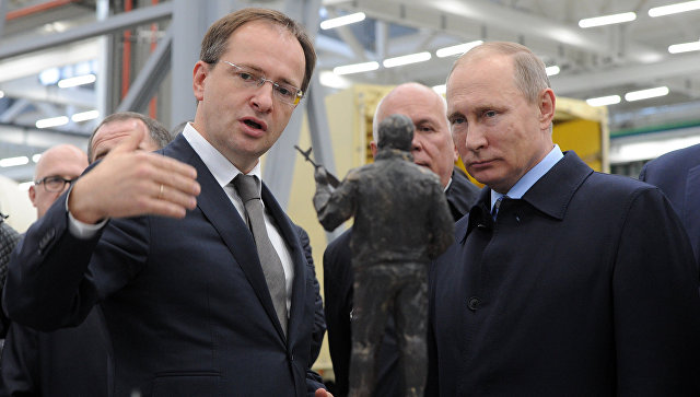 Мединский пригласил Путина в музей военной формы