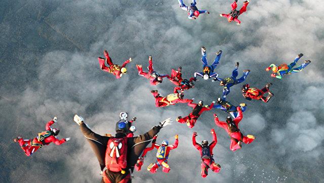 Сборная Российской Федерации одолела наЧемпионате мира попарашютному спорту