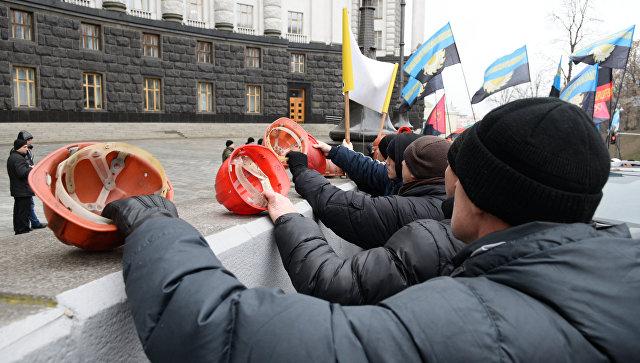Уздания Верховной Рады вКиеве проходит митинг волынских горняков