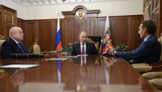 Президент России Владимир Путин, председатель Госдумы Сергей Нарышкин и глава Службы внешней разведки Михаил Фрадков во время встречи в Кремле