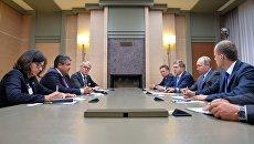 Президент РФ Владимир Путин во время встречи с вице-канцлером, министром экономики и энергетики Германии Зигмаром Габриэлем. 21 сентября 2016