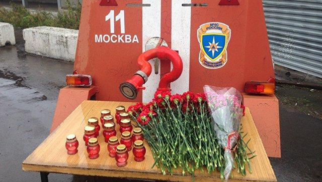 В российской столице прощаются спогибшими при тушении склада восемью пожарными