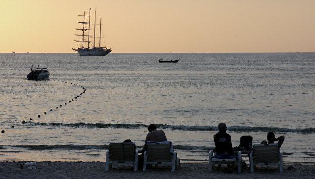 Из-за нашествия ядовитых медуз закрыли пляжи Пхи-Пхи