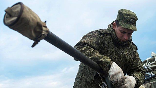 Швартовка боевых машин десанта БМД-2 после марш-броска на аэродром Дягилево во время учений ВДВ в Рязанской области