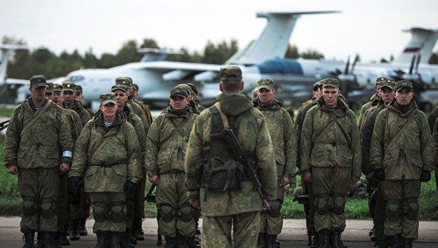 Военнослужащие после марш-броска в ходе учений ВДВ. Архивное фото