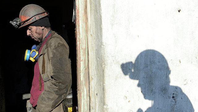 Рабочий на шахте Холодная Балка в Донецкой области. Архивное фото