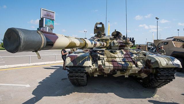 Модифицированный танк Т-72, представленный на выставке вооружений и боевой техники ADEX-2016 в Баку