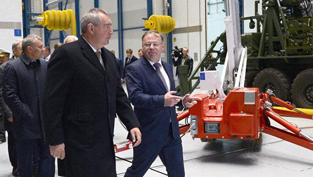 Вице-премьер Дмитрий Рогозин во время посещения Северо-западного регионального центра Концерна ВКО Алмаз-Антей в Санкт-Петербурге. 28 сентября 2016