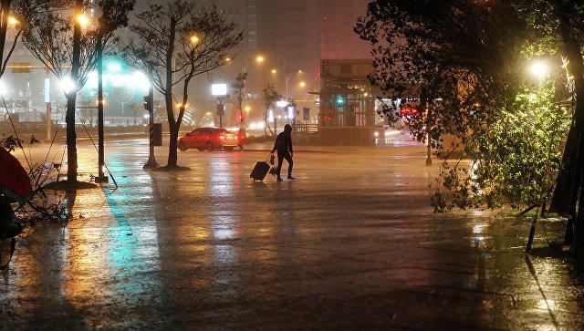 Последствия тайфуна Дуджуан на китайском острове Тайвань