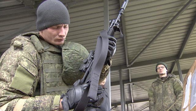 Военные ВС РФ испытали автоматы Калашникова и экипировку Ратник в Алабино