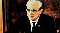 Генеральный секретарь ЦК КПСС Юрий Владимирович Андропов в рабочем кабинете в Кремле, 1983 год