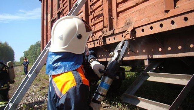 Сотрудники МЧС во время работ на железной дороге. Архивное фото