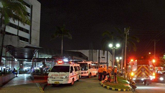 Автомобили скорой помощи и спасатели в Колумбии. Архивное фото