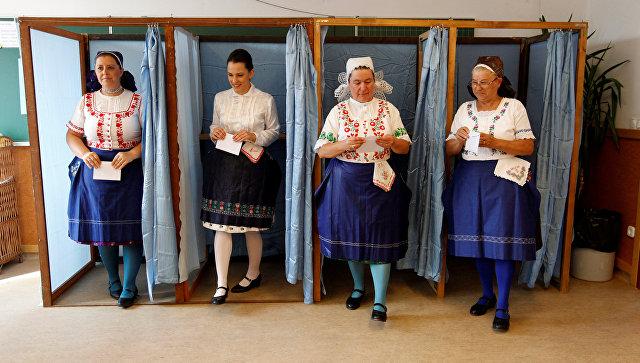 ВВенгрии проходит референдум оквотахЕС поразмещению встране беженцев