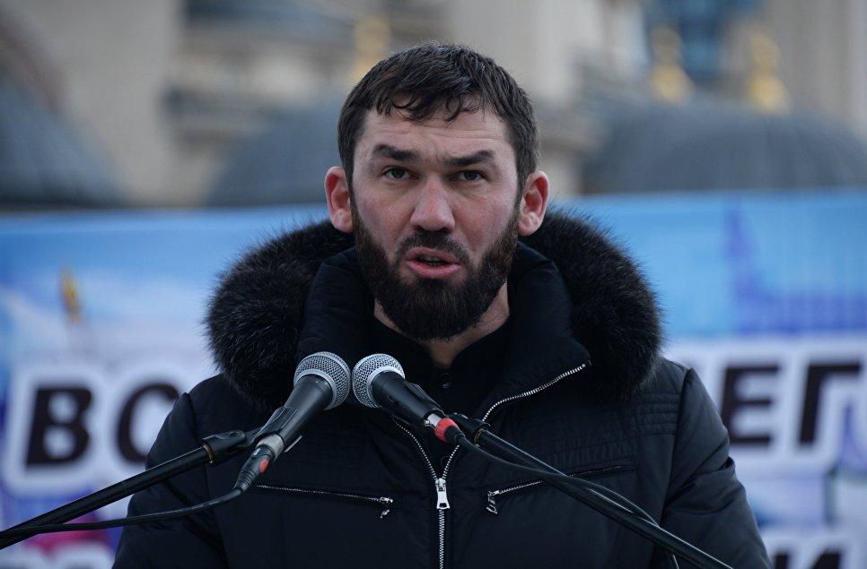 Председатель парламента Чеченской республики Магомед Даудов выступает на митинге В единстве наша сила в поддержку главы Чечни Рамзана Кадырова на площади перед мечетью имени Ахмата Кадырова в Грозном