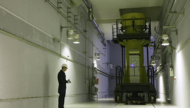 Специалист ФГУП Горно-химический комбинат за работой, архивное фоо
