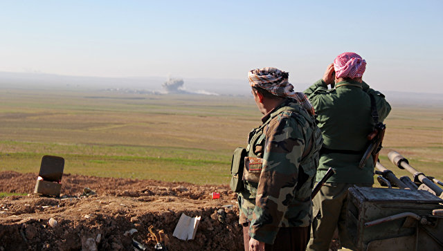 Курдское ополчение ведет бой с боевиками ИГ на севере Ирака. Архивное фото