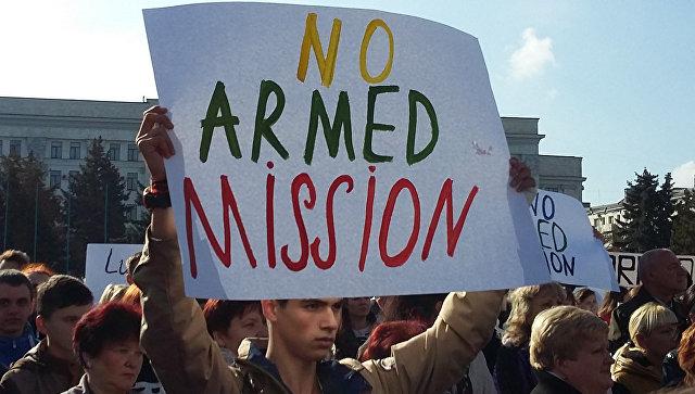 Более 17 тысяч жителей ЛНР митинговали против ввода вооруженной миссии ОБСЕ