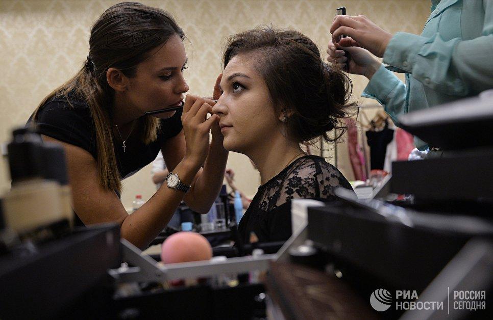 Участница конкурса Елена Семакина готовится к финалу 7-го конкурса красоты Мисс Независимость - 2016 в Москве