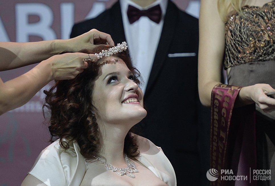 Участница конкурса Татьяна Бобровская на церемонии награждения 7-го конкурса красоты Мисс Независимость - 2016 в Москве