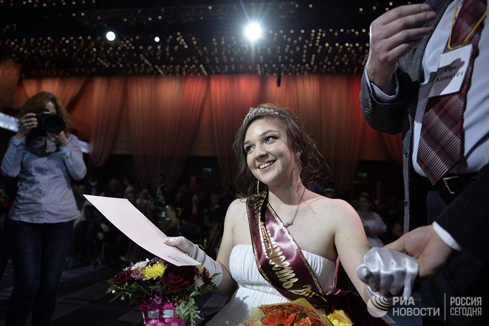 Мисс Независимость - 2016 Елена Семакина на церемонии награждения 7-го конкурса красоты Мисс Независимость - 2016 в Москве