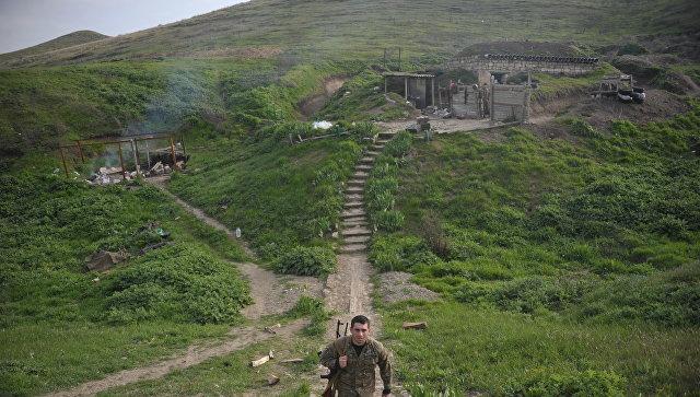 Карабахская армия на передовых позициях у линии разграничения в Нагорном Карабахе