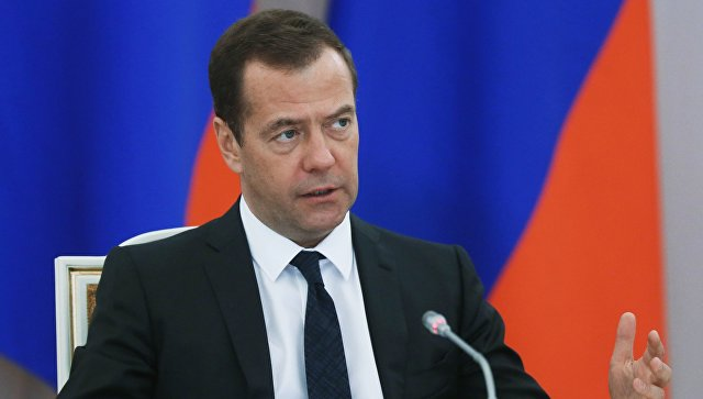 Д. Медведев поручил подготовить план первоочередных мер вэкономике страны