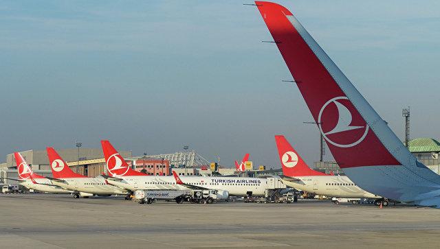 Самолеты авиакомпании Turkish Airlines в Международном аэропорту имени Ататюрка в Стамбуле. Архивное фото