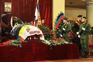 На церемонии прощания с командиром ополчения ДНР Арсеном Павловым (Моторола) в Донецке