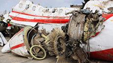 Обломки польского правительственного самолетОбломки польского правительственного самолета Ту-154 на охраняемой площадке аэродрома в Смоленске. Архивное фотоа Ту-154 на охраняемой площадке аэродрома в Смоленске