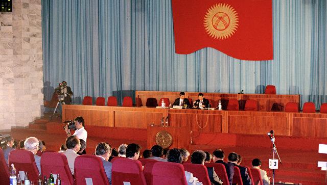 Парламент Кыргызстана принял законодательный проект ореферендуме