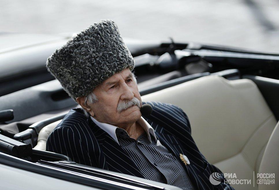 Актер Владимир Зельдин в театрализованном представлении на Красной площади в Москве