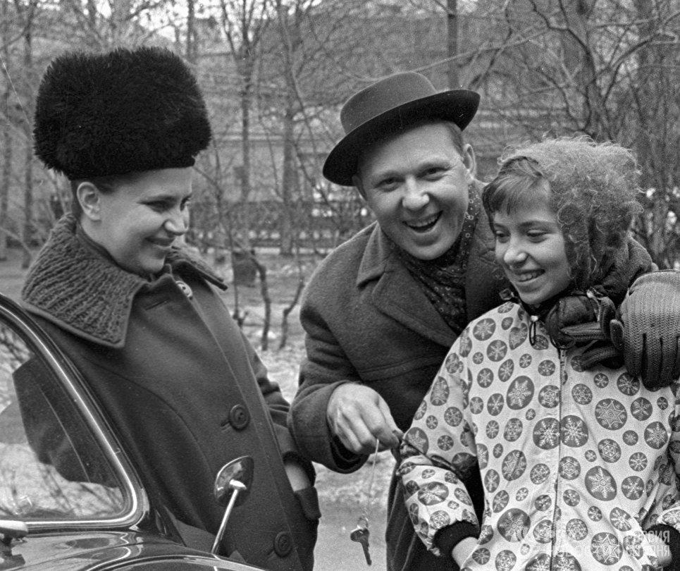 Народный артист СССР Олег Попов в кругу своей семьи