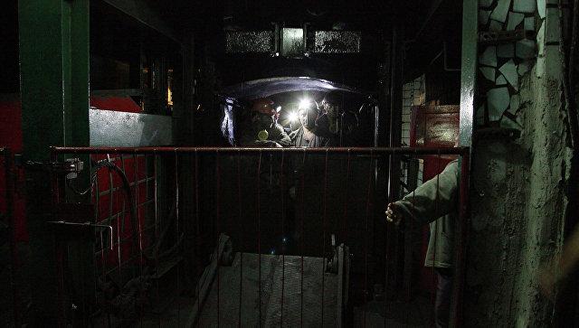 Заблокированные в итоге обстрелов ВСУ шахтеры подняты наповерхность