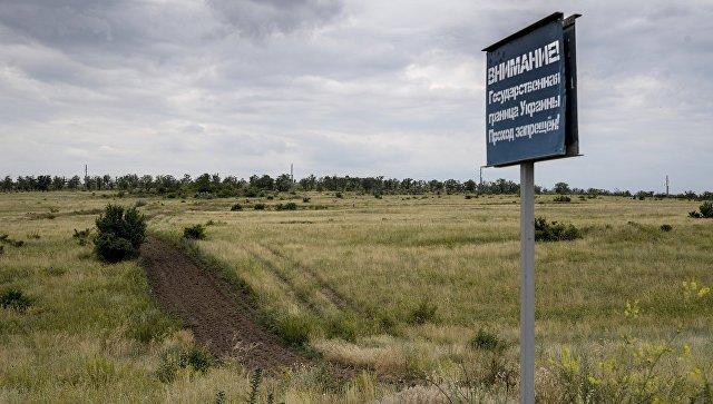 Контрольно-следовая полоса на российско-украинской границе. Архивное фото