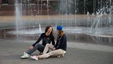 Девушки на улице Навагинская в Сочи