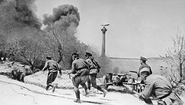 Морские пехотинцы во время боя в Севастополе во время Великой Отечественной войны. Архивное фото