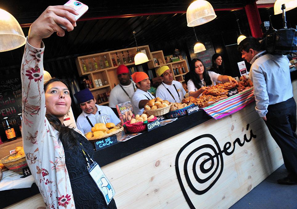 Специалисты перуанской кухни представляют свою продукцию во время саммита АТЭС в Лиме