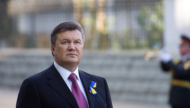 Президент Украины В.Янукович на церемонии поднятия Государственного Флага Украины. Архивное фото