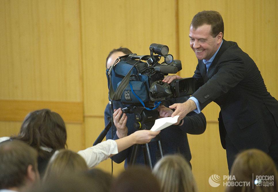Дмитрий Медведев в День российского студенчества во время встречи со студентами факультета журналистики МГУ имени М.В. Ломоносова