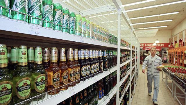 Продажа кваса и пива в одном из магазинов. Архивное фото
